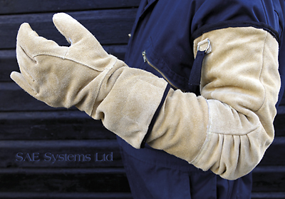 Razorpro PPE Tests High Quality Protective Gloves for Razor Wire and Fencing